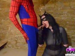 COSPLAY BABES tetona follada por Catwoman Spiderman