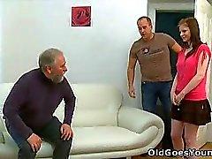 Maria ger gammal grabben knullar henne och sedan få her boyfriend instämma i handlingen