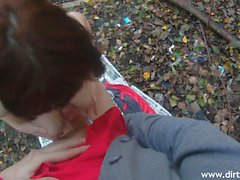 Petite amateur babe loses her clothes and gives a nice blowjob outside