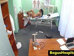 De médecine fetish spycam with euro le doc et l'infirmière