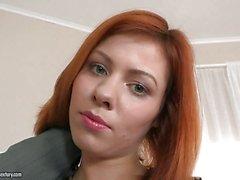 Русскую девушку получает свой задницы растертый