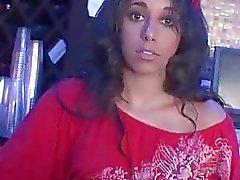 Vagina di Latina lo prese in giro upskirt in concede fellazione dietro