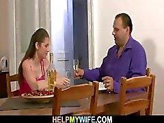 Han förde pizza och knullade hans unga fru