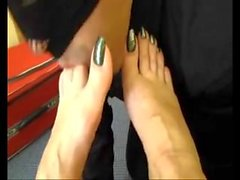 just lick her toes
