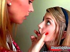 Tanya Tate espancar uma menina adolescente bonito dela