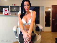 Amateur Webcam Babe Masturbates On Webcam