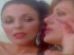 Joan Collins ja Sue Lloyd .