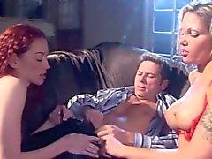Ana för i Nova Redhead att slåss för sin andel av dick