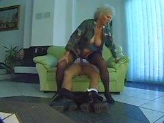 Бабуля испытывает некоторое провести время