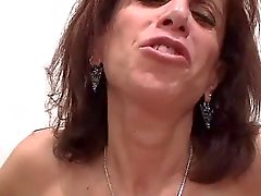 Big Titty Lelijke MILF zuigt lul & Gets Titty Fucked