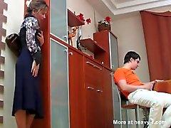 Rusça Mom Oğlu MASTÜRBASYON Caught To