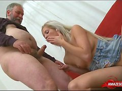 Hot pornstar threesome with cumshot
