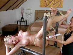 Horny Jasmina Loves Vibrating Dildo
