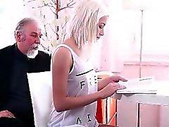 HD Mycket litet blonde mindre - webbkamera knullas av gamal man