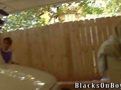 Devin Chase arbeitet mit einem schwarzen Schwanz