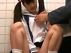 Jav teen Schoolgirl Old Guard olarak Tuvaletli Caught