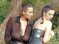Sexy fessées sur lerdom avec Sensual Jeanne et la de Jelena Jensen a