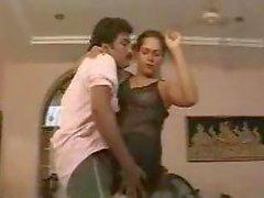 classic indian sindhu mallu aunty dancing and exposing boobs