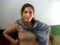 Joli pathane vraie du Pakistan expose son corps