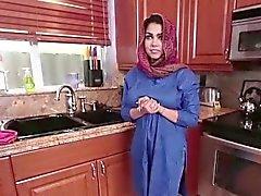 Brune arabes de Ada est rempli avec foutre