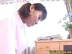Infirmière japonaise qui monte sa bite des patients