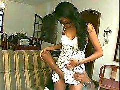 Perfecte jonge brunette anaal latina meisje wast klaarkomen onder de douche
