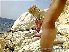 пляжный мальчик дергаясь
