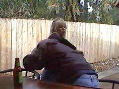 Elle est marquée par un vieil homme