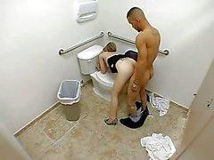 Servicio de puta Adulto un gallo en baños públicos
