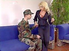 Femme mature Carreaux une soldats compétences et son dick