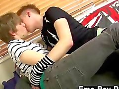 ils se embrassent et en faire hors dur