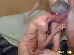 18yo Twink röka Cock i 47yo DILF - Manpuppy - Taylors greja
