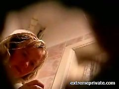 Hidden cam Mum washing pussy in toilet