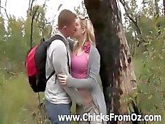Amatör adam yalıyor açık havada organını girlfriends