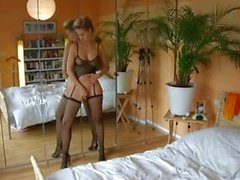 Hot Amateur Wife Gives Creampie