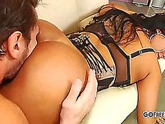 Kiara Mia copule un valet précieux;