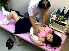 Écolière va faire un examen médical et obtient son cunny f