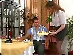 busty garson ve müşteri