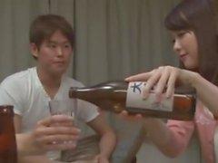 Japansk fru sex med sin bästa väns man