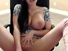 Большие сиськи мастурбировать и впрыскивая в кресле на