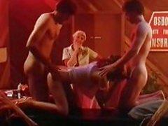 Scènes de porno classique de dures dans la cage