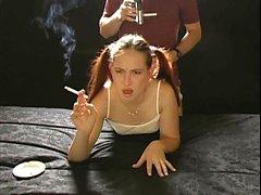 Herrliches Redhead Teen mit Zöpfen wird hart Hund gebohrt