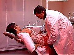 El dentista se folla a su ayudante