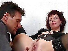 Hot Cougar Rubee dinsdag Assbanged op Treden