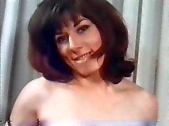 Retro vackra kvinnor med naturliga stora bröst!