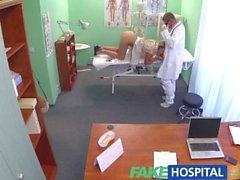 FakeHospital Docteur accepte sexy russes chatte comme paiement