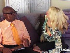TEENGONZO Busty sarışın Sarah Vandella kedi yağ BBC alır
