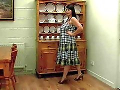 Dicke Frauen mature Shows in kitchen