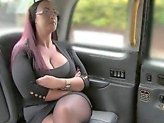 Rotschopf großen Titten eine Fälschung dem Taxi hämmerte