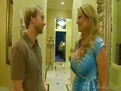 Esposa quiere tirarse la chica a su esposo Golpeado para arriba